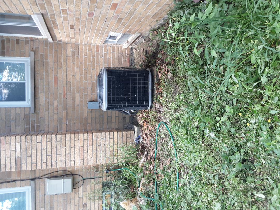 Ferndale, MI - Comfortmaker condensing unit not working replaced capacitor.