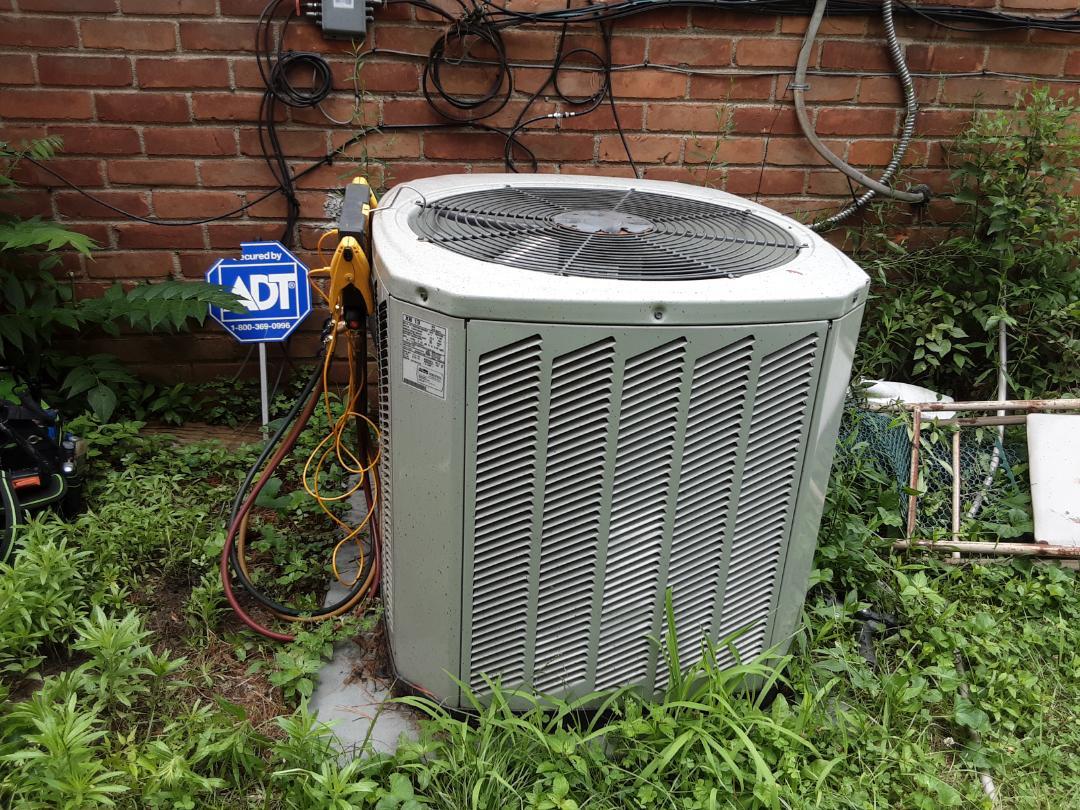 Detroit, MI - Air conditioner repair.