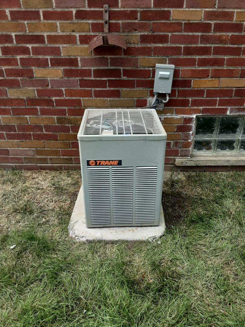 Detroit, MI - No AC bad contactor.  Replaced contactor and added refrigerant.