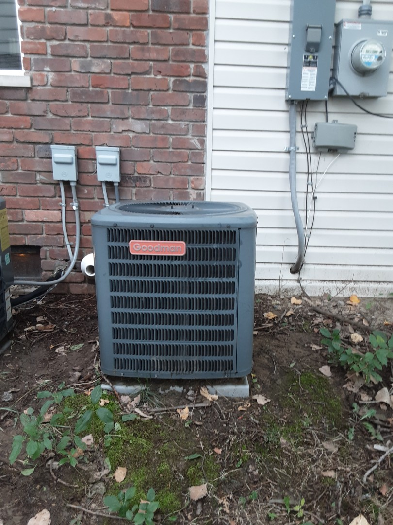 Goodman air conditioner low refrigerent and dirty unit.