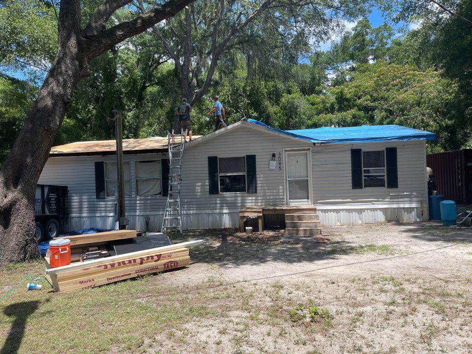 Citra, FL - This is an extremely rotted mobile home that a customer of ours has asked us to help them save so we are giving the roof a complete makeover with all new plywood and a complete GAS system on top.