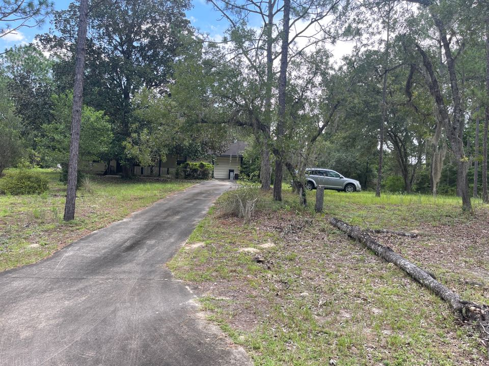 Dunnellon, FL - I am doing a pre-walk on this small home in Dunellen Florida since we are going to be starting the roof process on this coming up Monday. Everything is good to go.