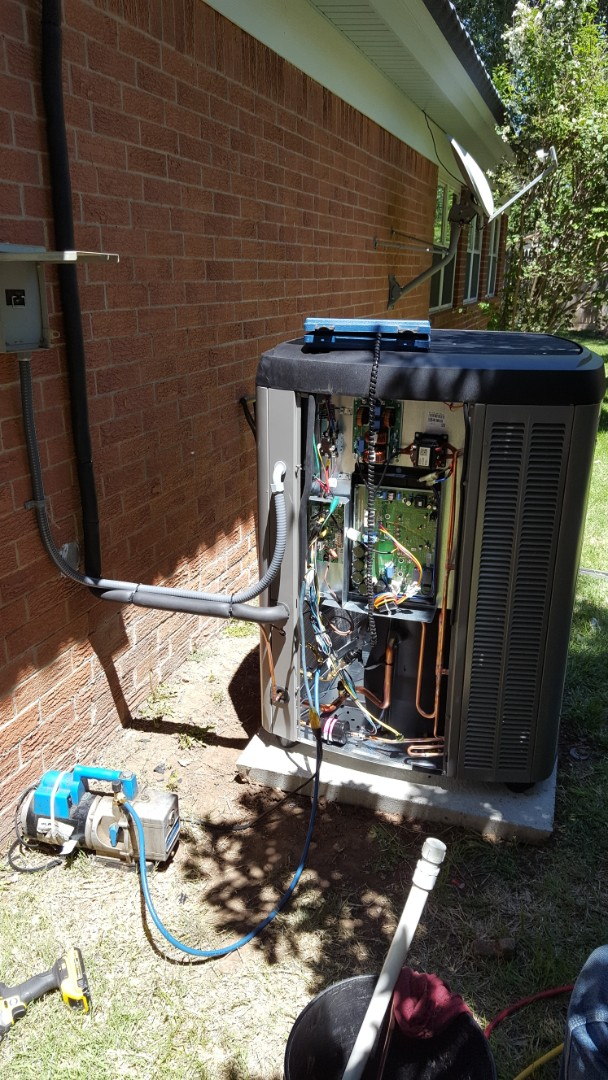 Amarillo, TX - Installing a new Lennox air condition system.