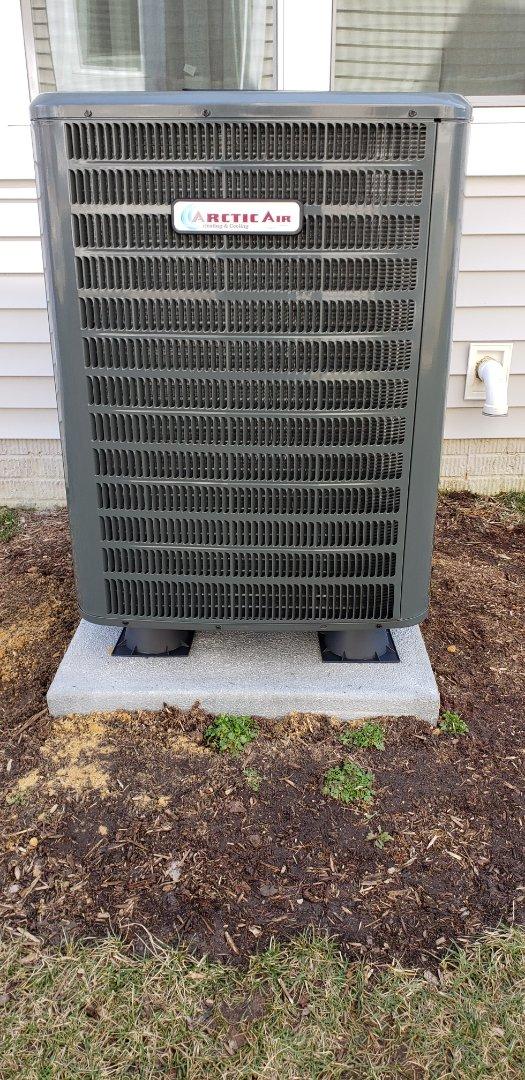 Lewes, DE - Installing arctic air heat pump in Lewis Delaware.