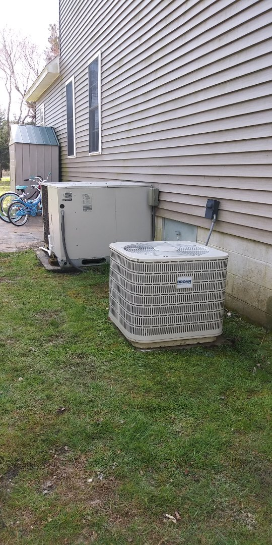 Newark, MD - Performing maintainance heat tune-up on 1 broan heat pump split system and 1 broan heat pump packaged unit for family in Newark, MD.