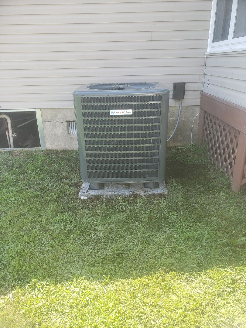 Installing a new Arctic Air 16 seer heatpump system in a single family home in Berlin MD in Mystic Harbour