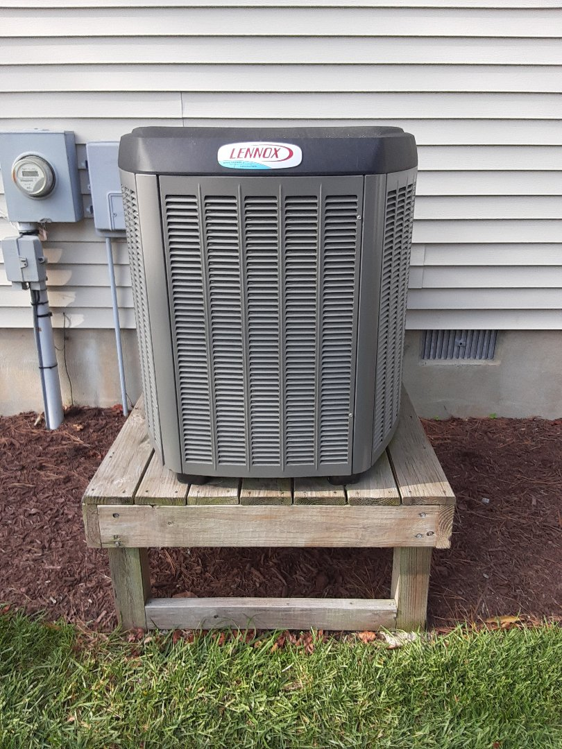 Millsboro, DE - Performing fall preventitive maintenance tune-up on Lennox heat pump in Selbyville, DE