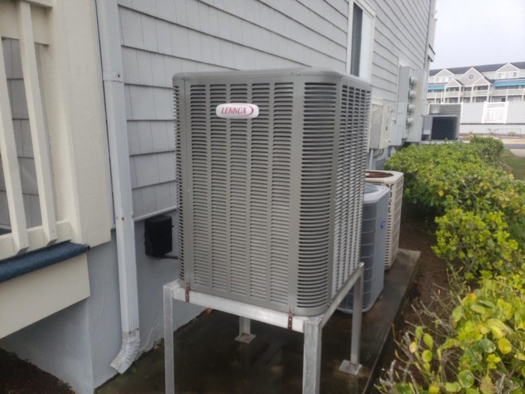 Ocean City, MD - Preforming a heat tune up on a Lennox heat pump