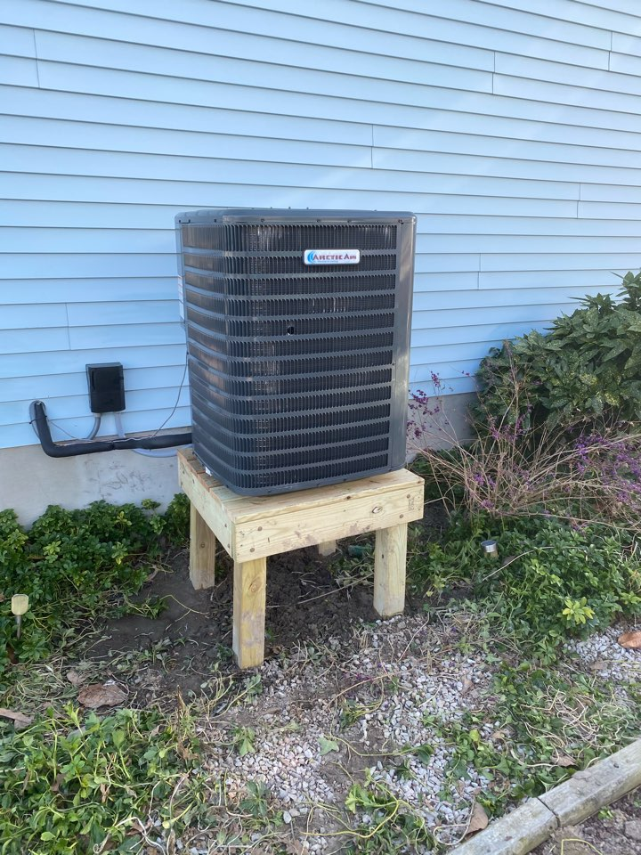Ocean Pines, MD - Installing an Arctic Air 16 seer heat pump in a single family home in Ocean Pines MD