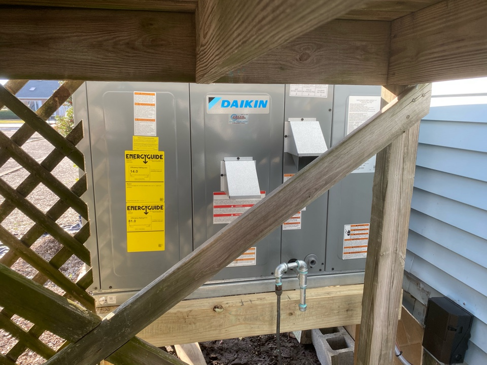 Ocean Pines, MD - Installing a Daikin gas package unit in a single family home in Ocean Pines MD