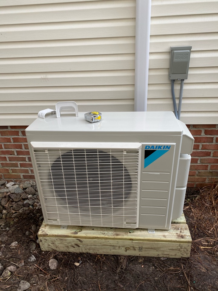 Pocomoke City, MD - Installing a new 2 zone ductless system in a single family home in Pocomoke MD