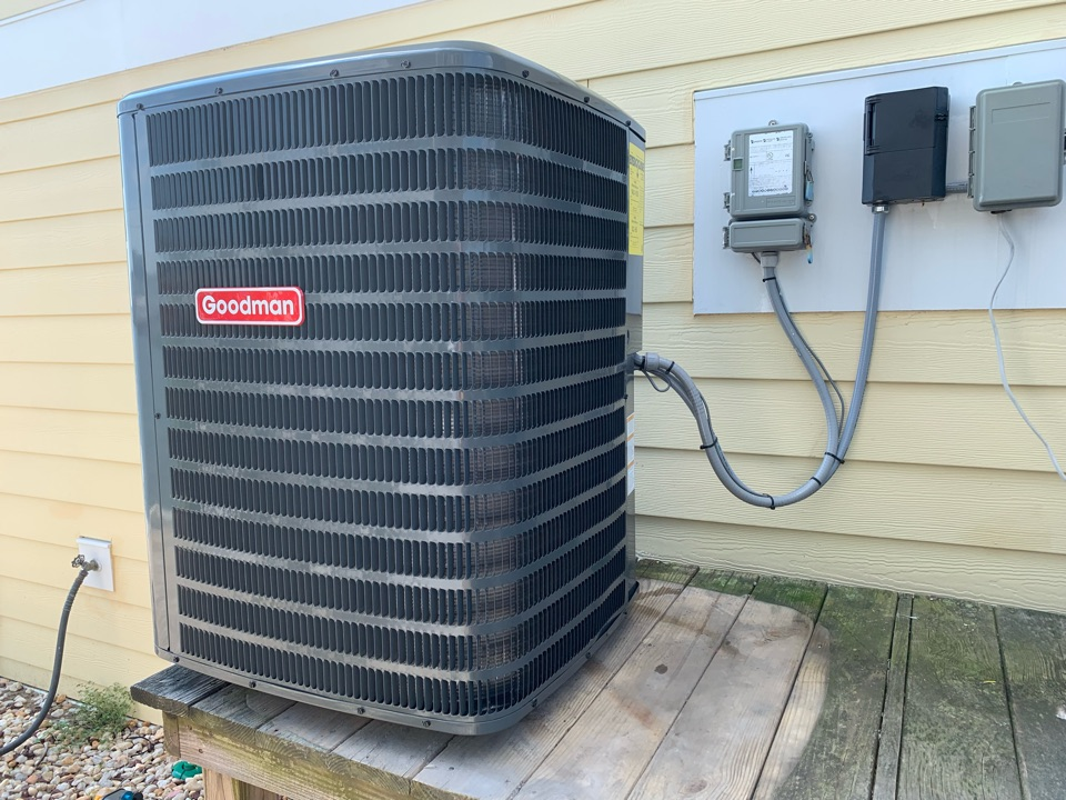 Selbyville, DE - Installing a heat pump system for a couple in Selbyville.