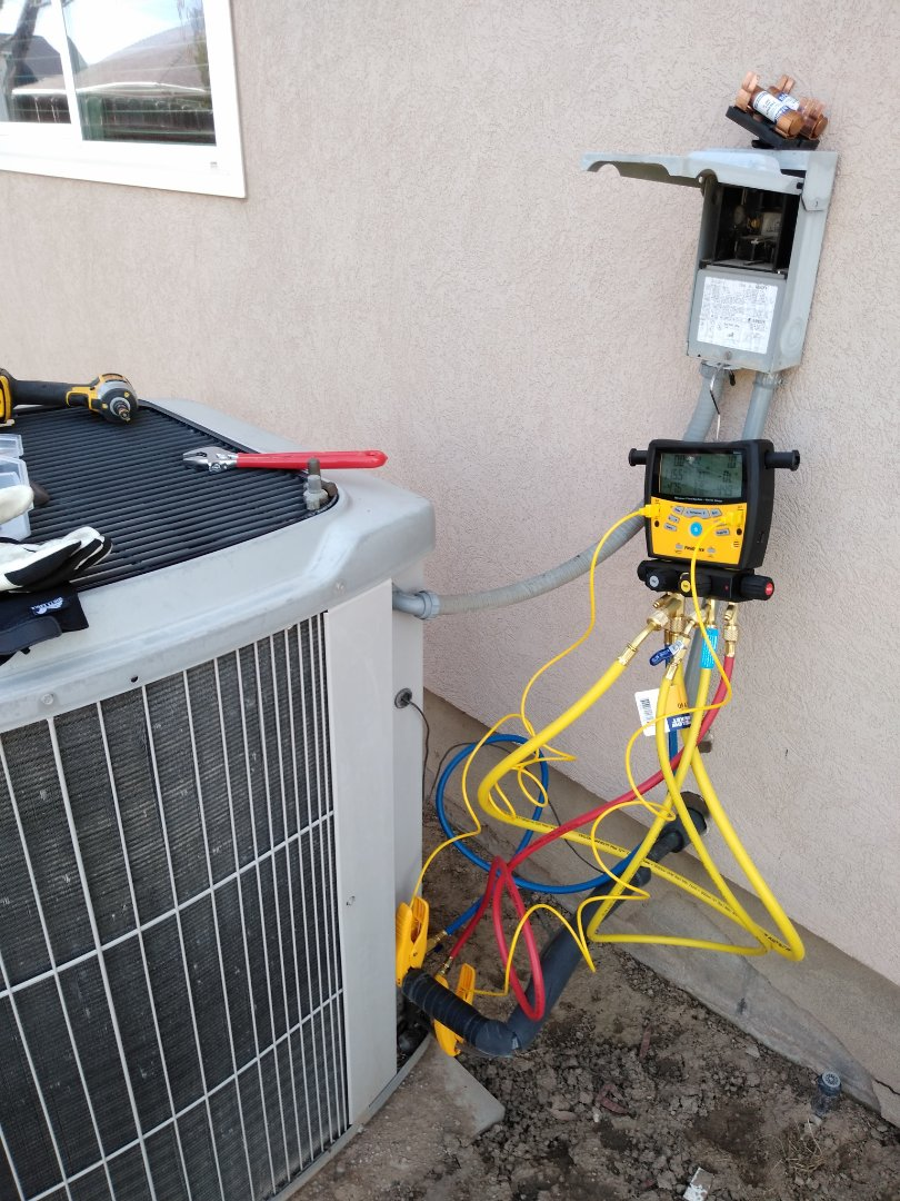 West Jordan, UT - Air conditioning check on carrier AC