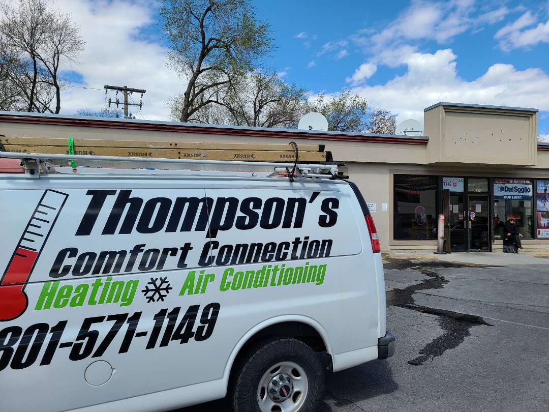 Midvale, UT - Air conditioner tuneup on York rooftop unit.