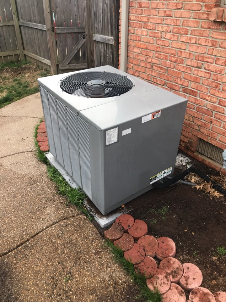 Newburgh, IN - Summer maintenance on a Rheem air conditioner.
