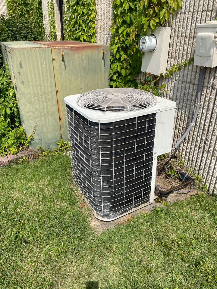 Evansville, IN - Inspected a carrier air conditioner.