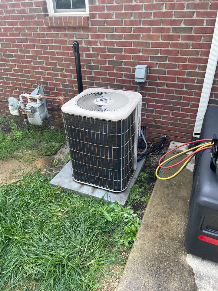 Newburgh, IN - Cooling maintenance on a Lennoxair conditioner.
