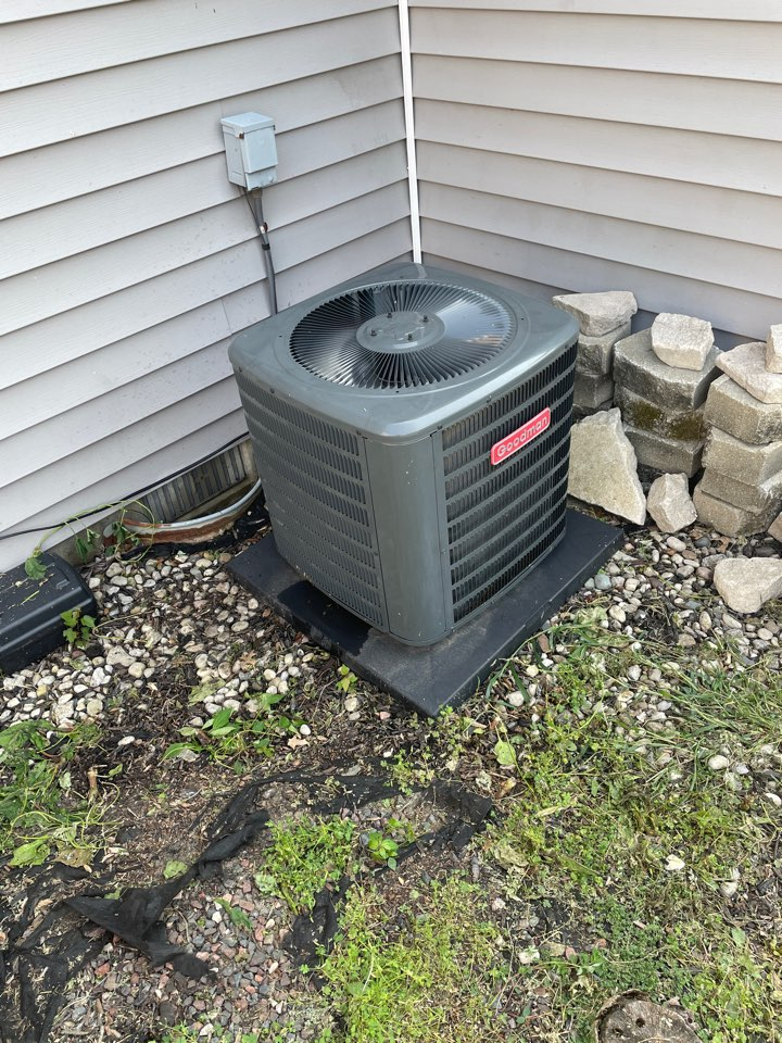 Evansville, IN - Repaired a Goodman air conditioner and performed a cooling maintenance.