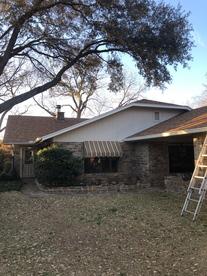 Burnet, TX - Quoting a gutter replacement on a home in burnet.