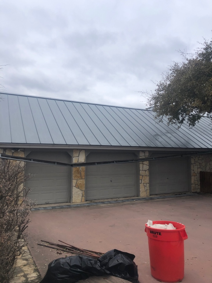 Horseshoe Bay, TX - Final site visit - getting ready for a gutter removal and replacement in blue lake today.