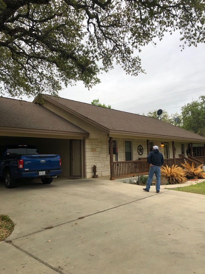 Kingsland, TX - Inspecting a laminated shingle roof in kingsland today.