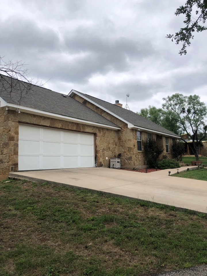 Llano, TX - Quoting a gutter install on a home to allow the home to be sold b