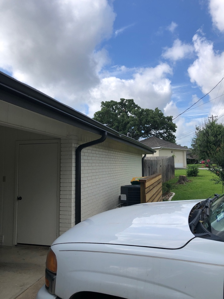 Highland Haven, TX - Quoting a gutter repair in highland haven