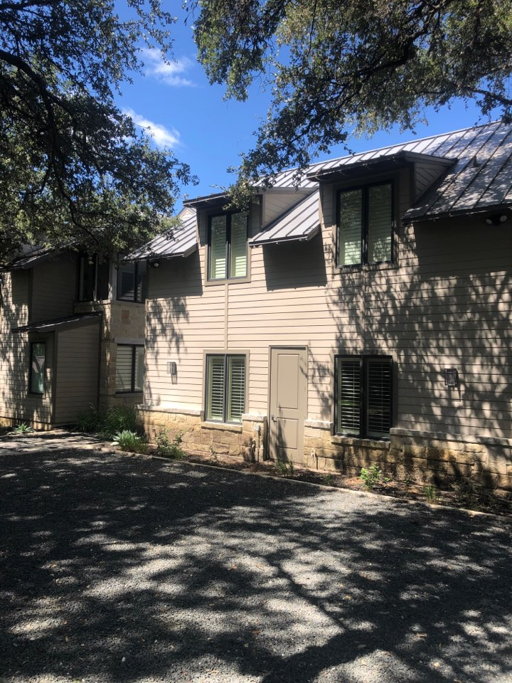 Horseshoe Bay, TX - Quoting a box gutter install on a metal roofed home in deer haven