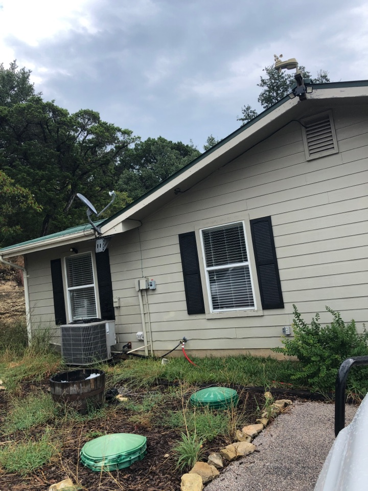 Leander, TX - Quoting a gutter replacement on a home with leaky jointed gutters in marble falls