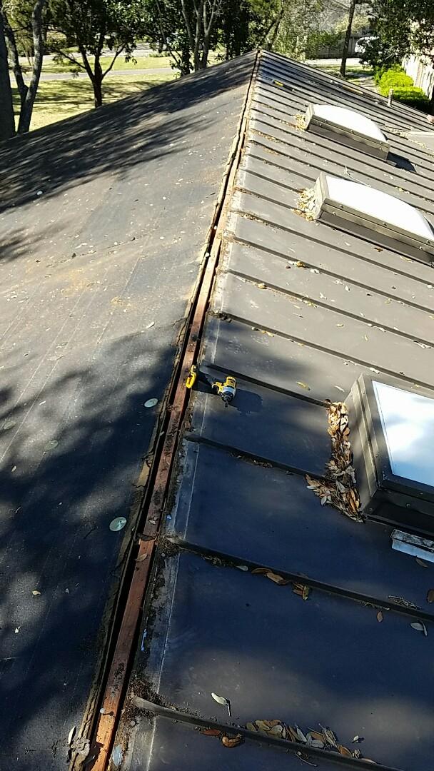 Shavano Park, TX - Removing metal roof