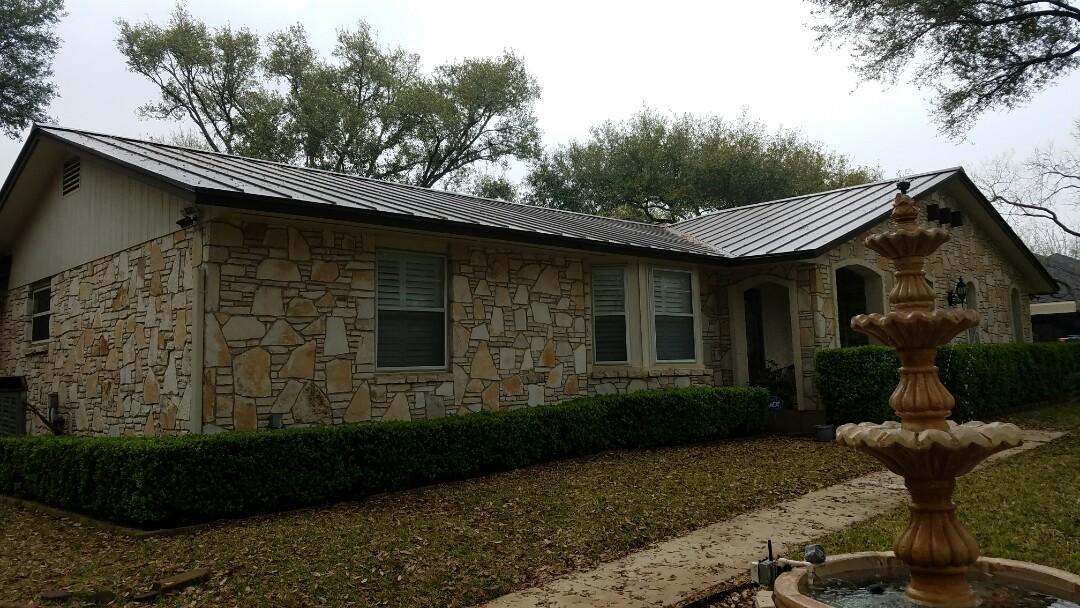 Shavano Park, TX - Installing seamless gutter around a new metal roof