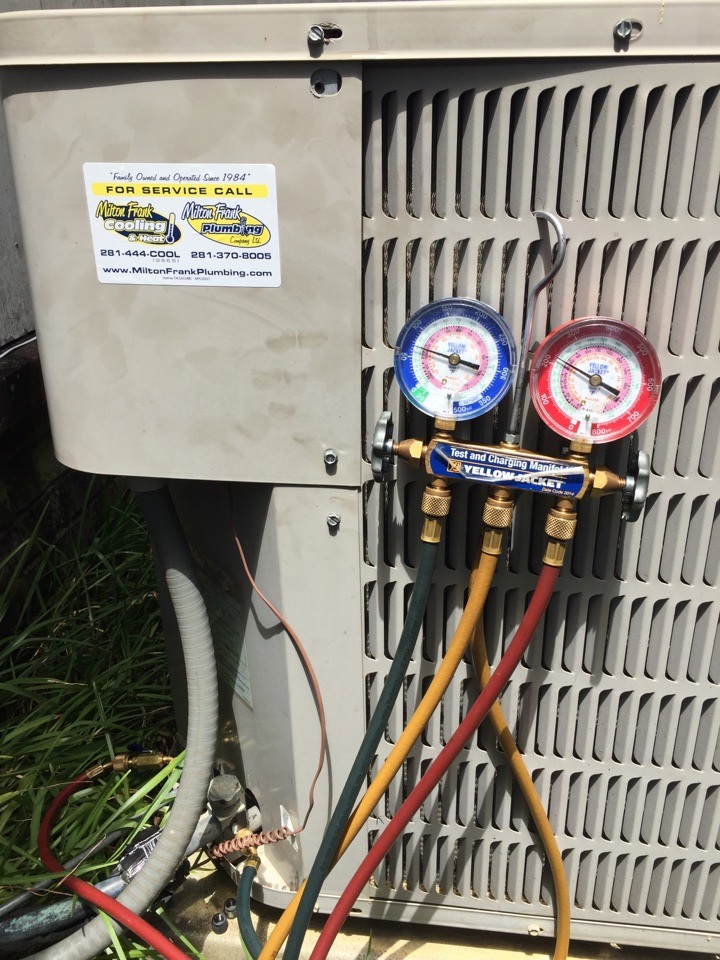 Tomball, TX - AC not cooling . Bad capacitor. Checking refrigerant levels