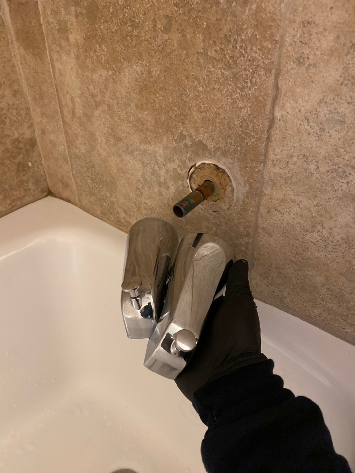 Shelton, CT - Out with the old, in with the new. Tub spout diverter replacement on a Gerber tub and shower fixture!