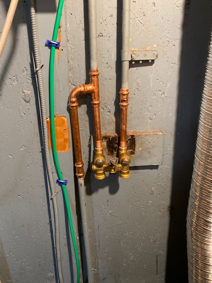 Meriden, CT - Replacing an old symmons single lever laundry valve with a new watts single handle laundry valve.