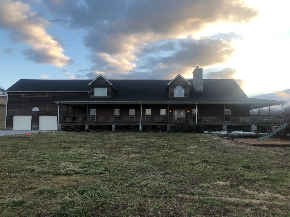 Mount Pleasant, TN - Finished this beautiful home today. The roof looks great. Have a great evening everyone. 🤩