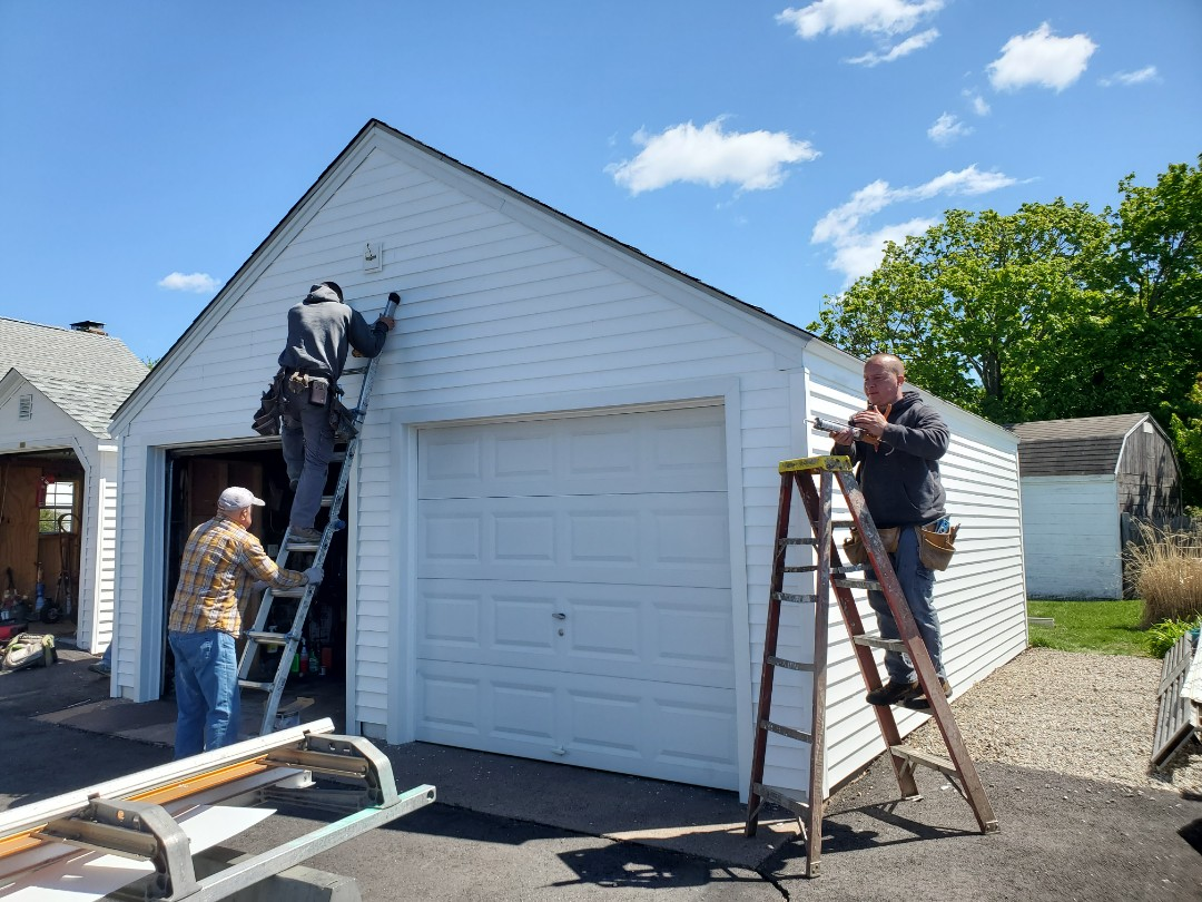 Manchester, CT - Certainteed Mainstreet vinyl siding on the garage.