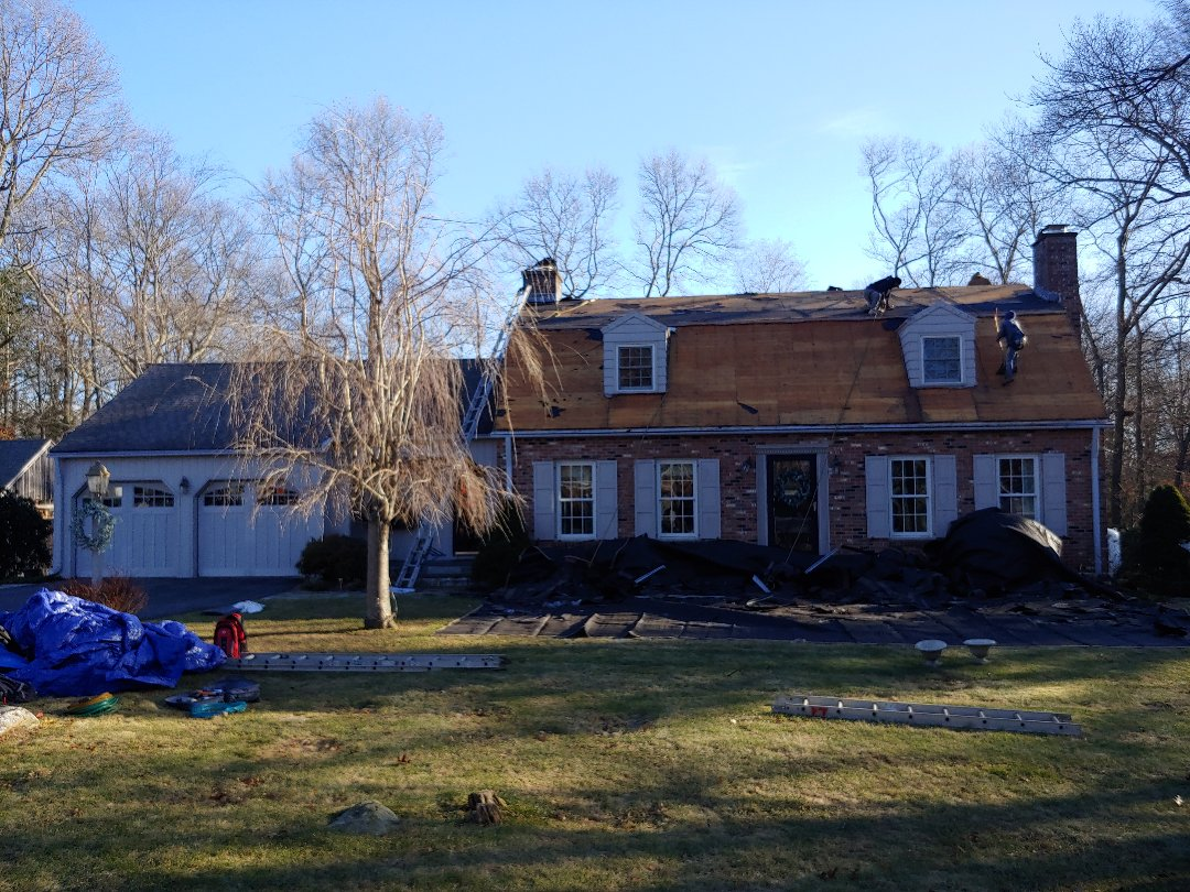 Glastonbury, CT - New Master Elite roofing system install.(Weathered Wood)
