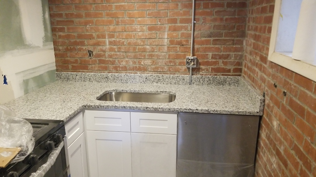 Baltimore, MD - light granite counter tops - luna pearl