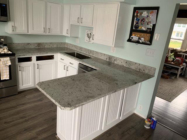 Ashton-Sandy Spring, MD - Granite Level III - Colonial White - U Shape Kitchen