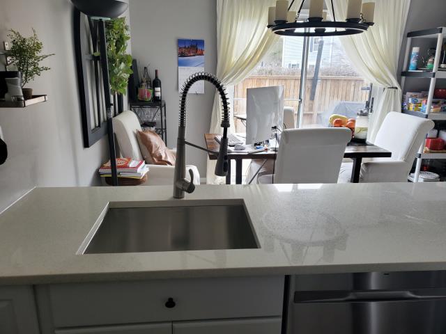 Aspen Hill, MD - Quartz Sparkling White