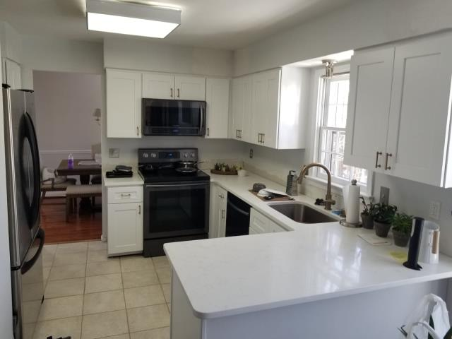 Springfield, VA - Pleasant White Shaker Cabinets with Carrara Orchid Quartz Countertops