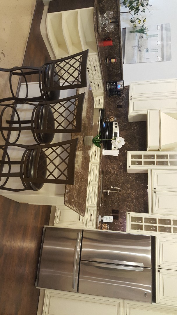 Rockville, MD - Display kitchen  In Cambria Hampshire