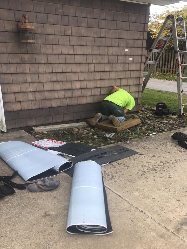 Johnstown, PA - Siding repair. Shake style siding.