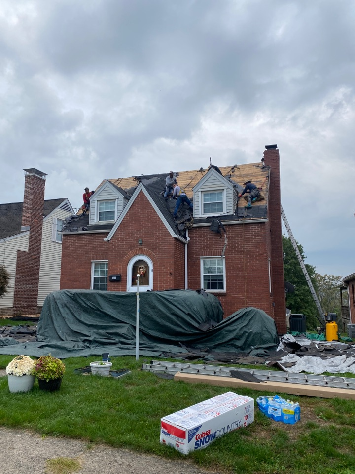 Natrona Heights, PA - Roof replacement