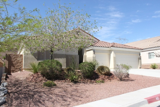 Laughlin, NV - 4 beds 3 baths 2,550 sq ft Immaculate home with 2 Master Bedrooms and two additional bedrooms, fireplace, bonus room which can be used as a formal dining room, den or kids playroom. Three car garage with professional landscaping which requires minimal maintenance.  WHAT I LOVE ABOUT THE HOME This home shows as almost new and shows well. The house is located at the end of a quiet street with almost no traffic. The interior design is an open area design with high ceilings to include a fireplace and the perfect blend of tile and carpet. Additionally there is a three car garage, water softener and receiving area which can serve as a den, formal dining room or playroom for the kids.