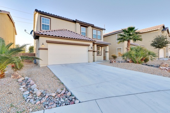 North Las Vegas, NV - $240,000 4 beds 3 baths 2,784 sqft #lasvegas MOVE IN READY*LOTS OF ROOM*DOWNSTAIRS HAS: Formal Entry/Dining*Spacious Kitchen/Living Room w/Gas Fireplace*Kitchen Counter Tops/Island Granite*Lot of Cabinet Space*Separate Laundry*Extra Entertainment Room*UPSTAIRS HAS*All Bedrooms*Full Bathroom*Large Open Hang Out Area*Large Full Master Bedroom*Garage Painted Floor/ w House Entry*Small Back Yard*Community Park/Pay Area*