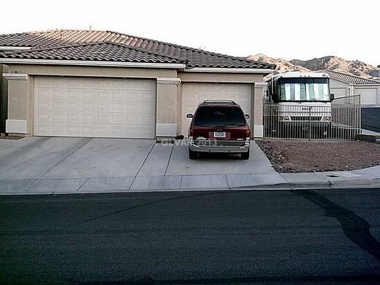 Laughlin, NV - Laughlin Nevada home for sale with RV parking and has 3 beds, 2 baths, 1,952 sq ft.