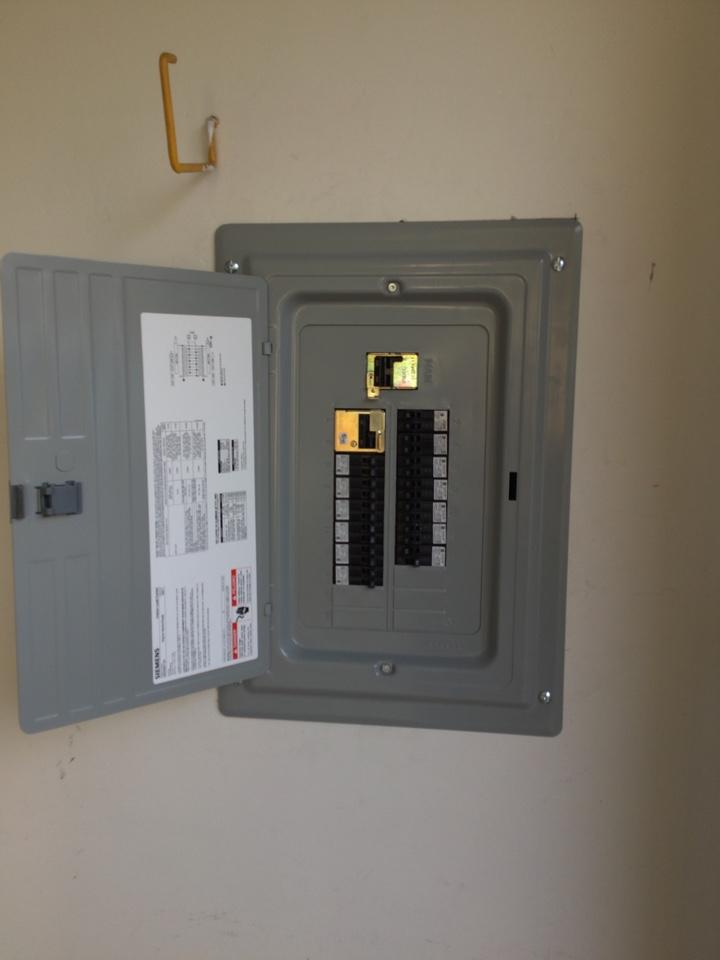 Rancho Santa Fe, CA - Electrician needed