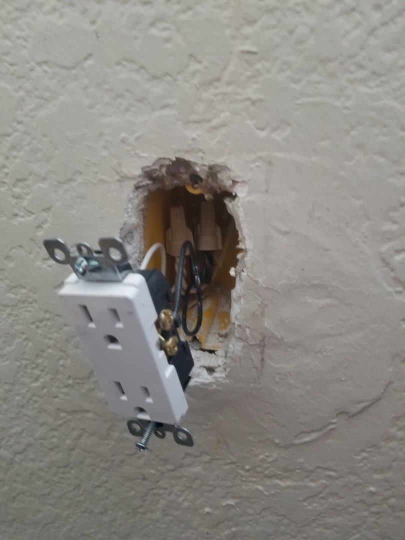 San Diego, CA - Outlet installation