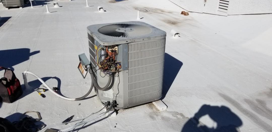 Scottsdale, AZ - Repair a Goodman heatpump in Scottsdale. New fan motor.